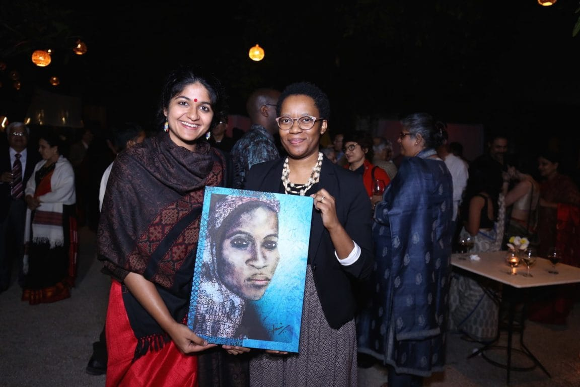 Ms. Maipelo Mogotsi (First Secretary - Economic, Botswana High Commission) (L) winner of the door prize with Tanvi Srivastava, Creative Director, Chalo Africa (R)