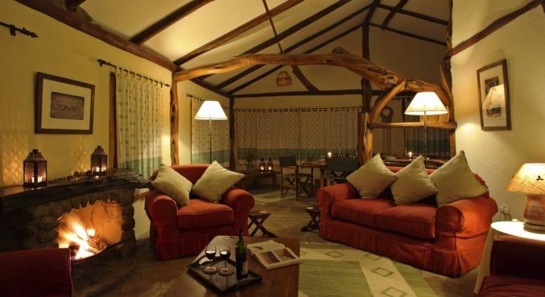 Topi House Lounge