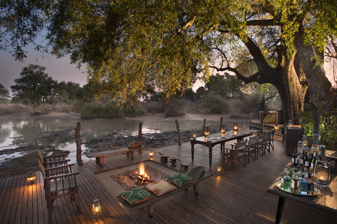 Kanga Camp Riverside Dining