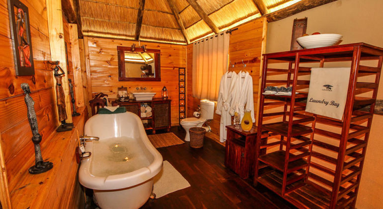 Nehimba Lodge Bathroom