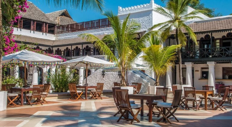 Serena Beach Resort And Spa Poolside Dining