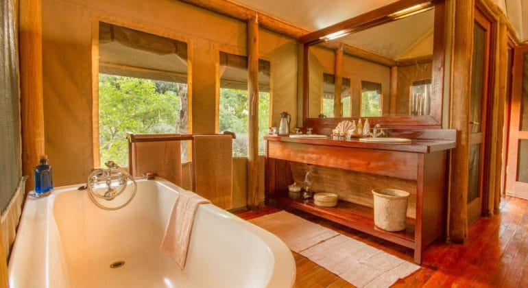 Kwando Little Kwara Camp Bathroom