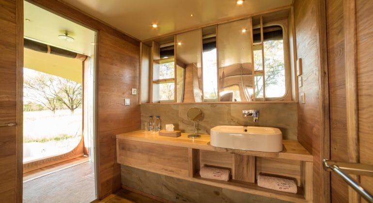 Roving Bushtops Bathroom