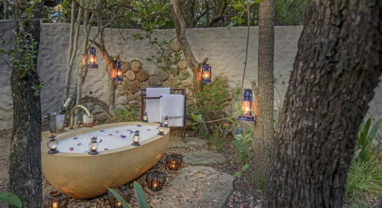 Kuname Lodge Outside Bath