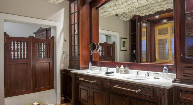 Founders Lodge Bathroom