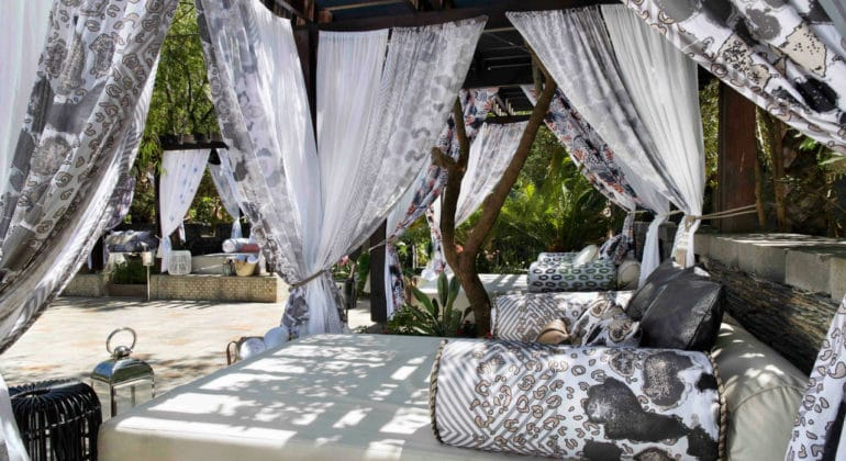 One & Only Cape Town Day Beds Details