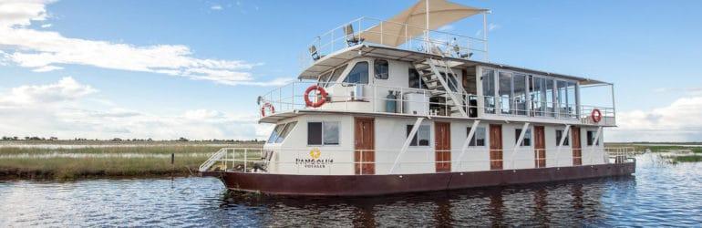 Pangolin Voyager Houseboat View