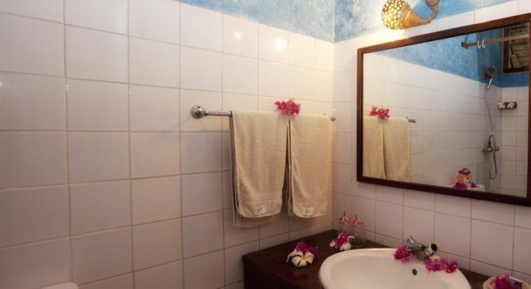 Mafia Island Lodge Bathroom