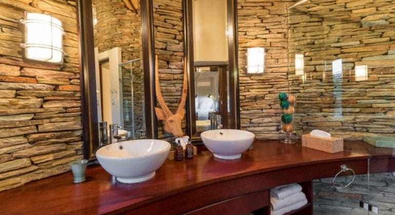 Makanyi Private Game Lodge Bathroom 1