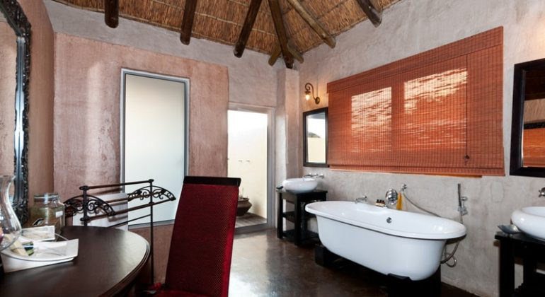 Amakhala Hlosi Game Lodge Bathroom 1
