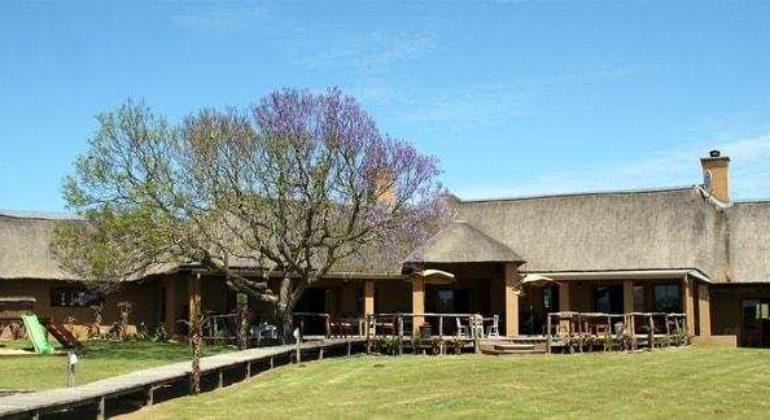 Amakhala Hlosi Game Lodge Exterior
