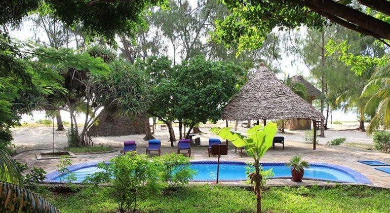 Bahari View Lodge Poolside