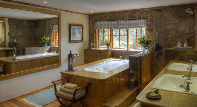 Laragai House Bathroom
