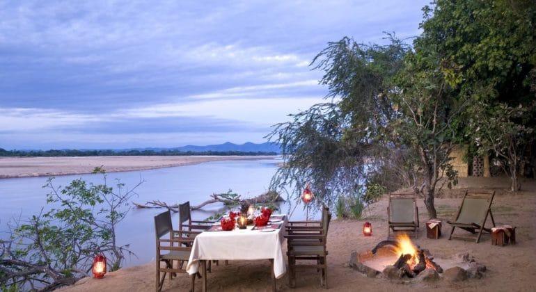 Island Bush Camp Outdoor Dining