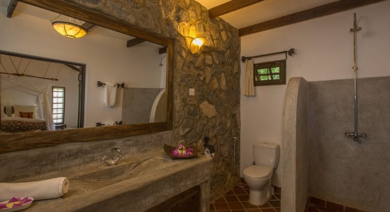 Rivertrees Country Inn Garden Room Bathroom (2)