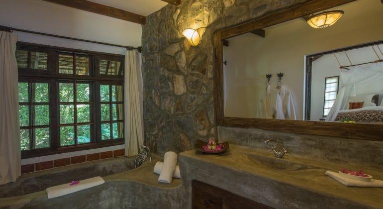 Rivertrees Country Inn Garden Room Bathroom