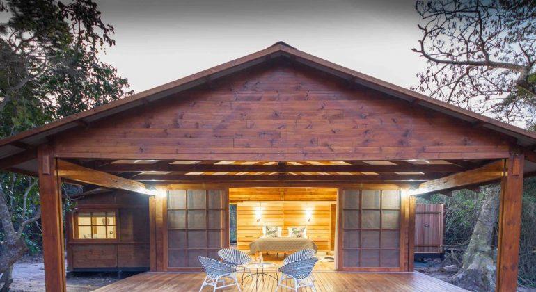 Makakatana Bay Lodge Front View